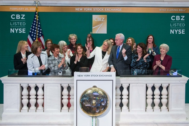 photograph of CBIZ Women's Advantage ringin NYSE closing bell